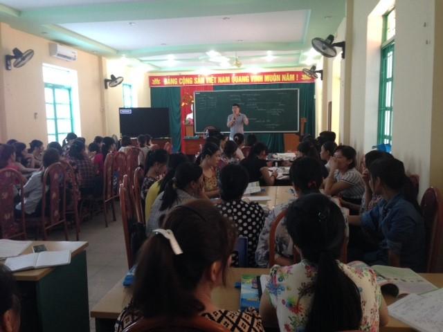 Các giáo viên lắng nghe bài giảng mẫu bổ ích từ thầy giáo Hoàng Đức